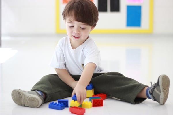 Educação Infantil - Crianças Brincando