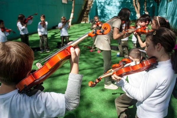 criancas-musica-violino-gramado